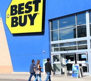 Best Buy shoppers for Black Friday in  El Centro